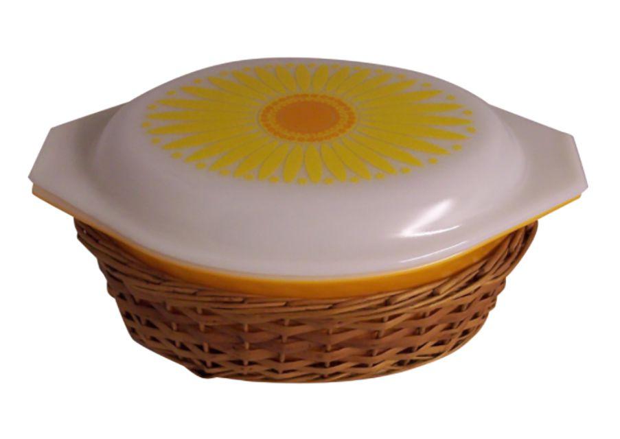 Pyrex Daisy Casserole Dish in Promotional Wicker Basket