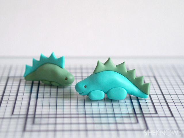fondant icing stegosaurus dinosaur
