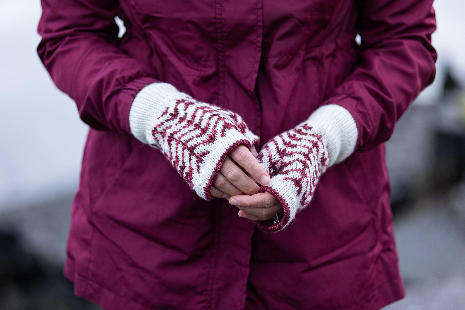 Novemberist Mitts Knitting Pattern