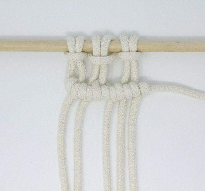 A horizontal cloth hitch