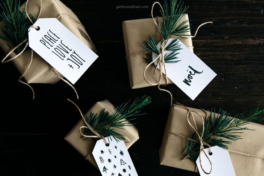 Simple Christmas gift tags on presents.