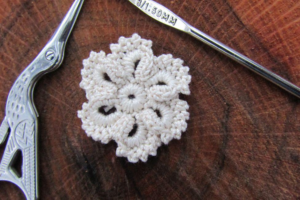 16 Free Crochet Flower Patterns