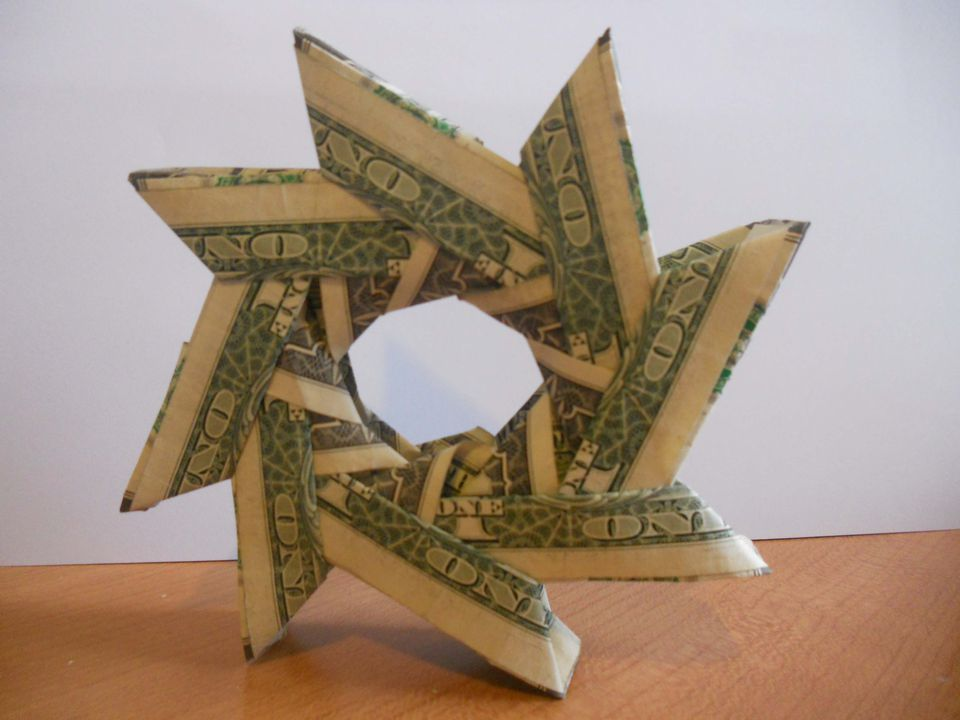 A money origami wreath