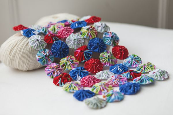 Suffolk puffs, yoyo fabric, quilt