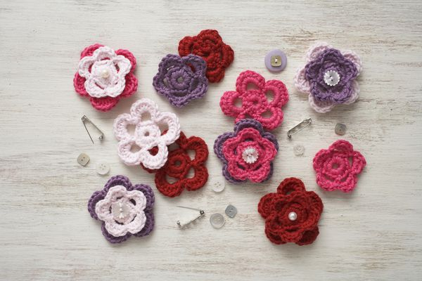 Materials for hand-made crochet flower brooches