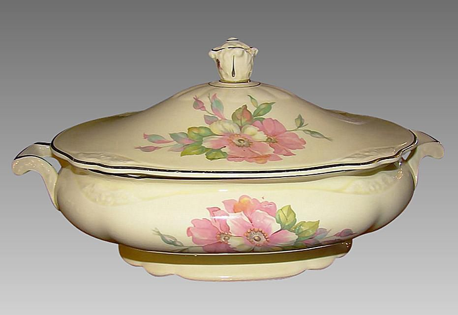 Homer Laughlin covered casserole dish
