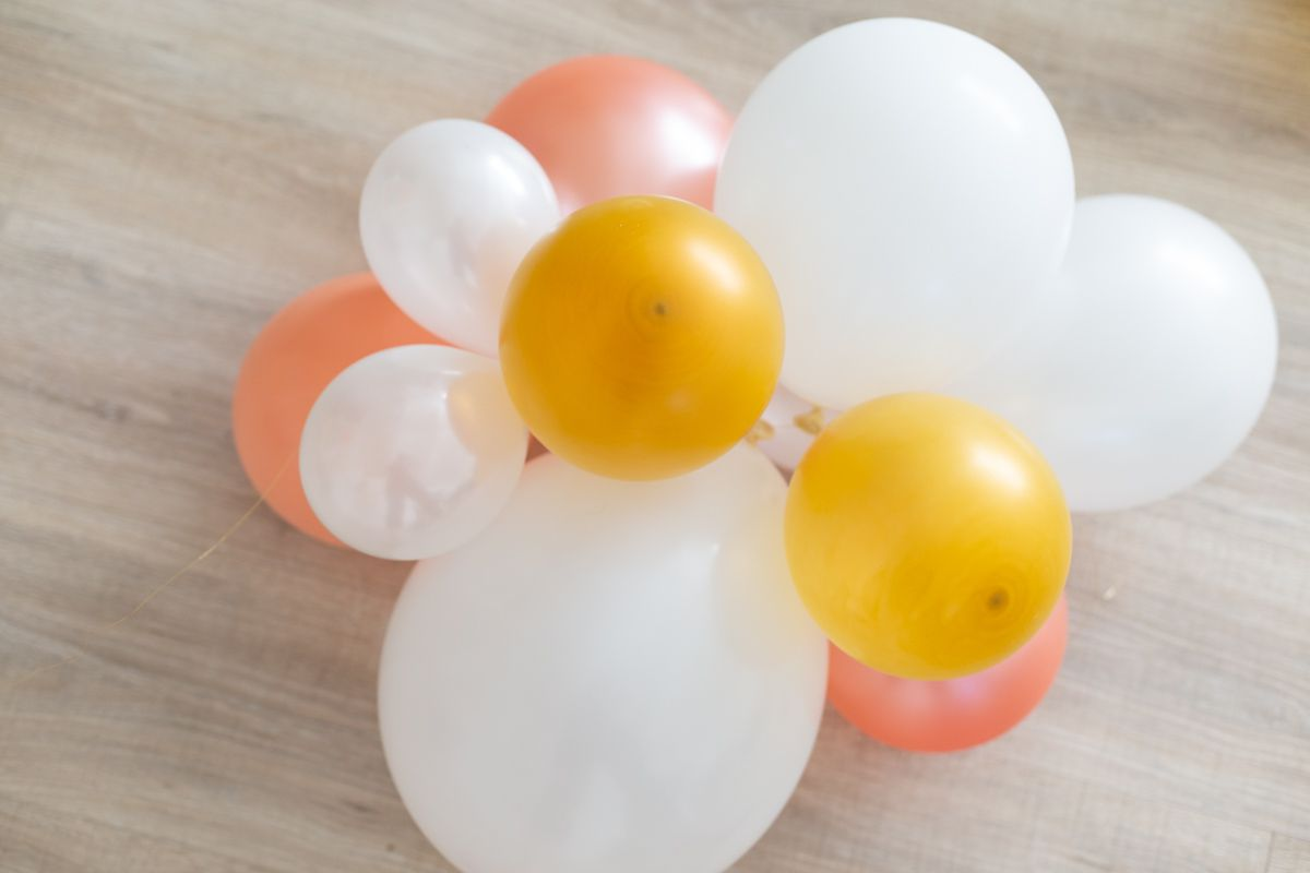 Balloons for a balloon arch on the floor