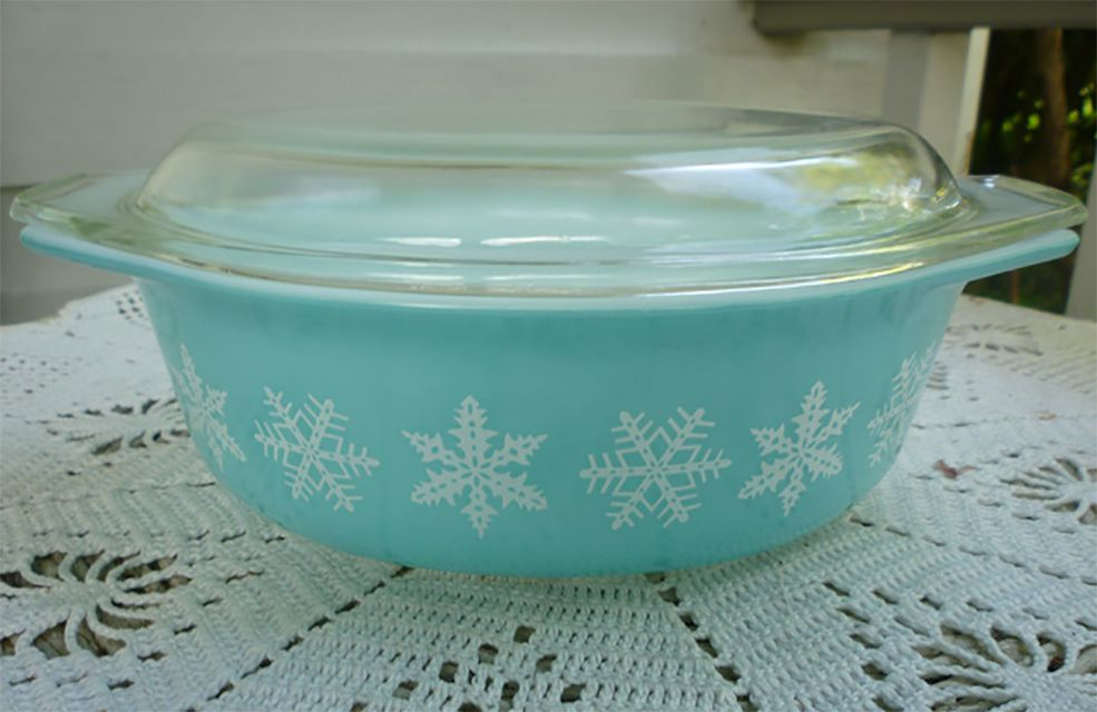 Pyrex Snowflake Pattern Casserole Dish