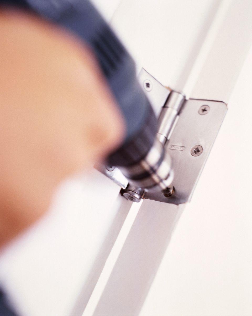 Installing door hinge