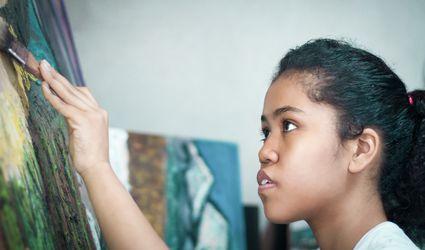 woman using oil paints