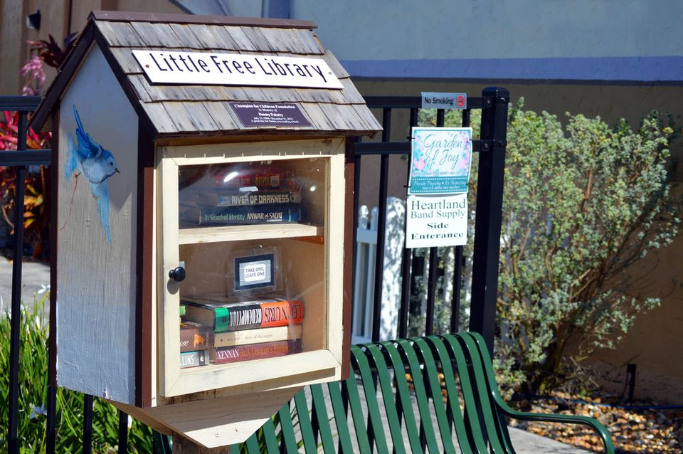 A little free library in Florida