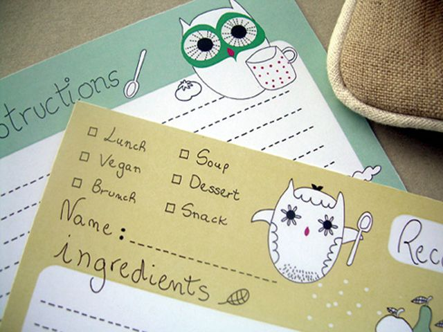A yellow and a green recipe cards decorated with owls