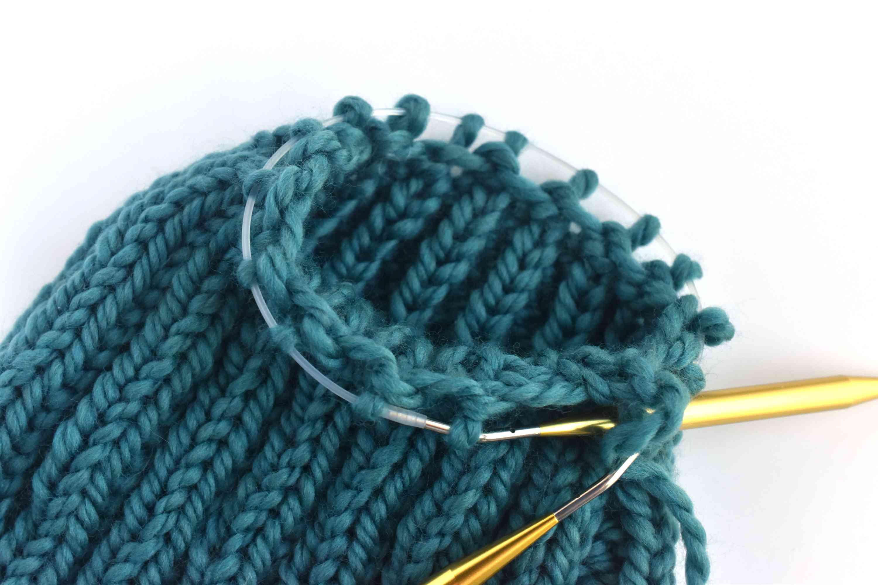 Decreasing stitches on the ribbed beanie