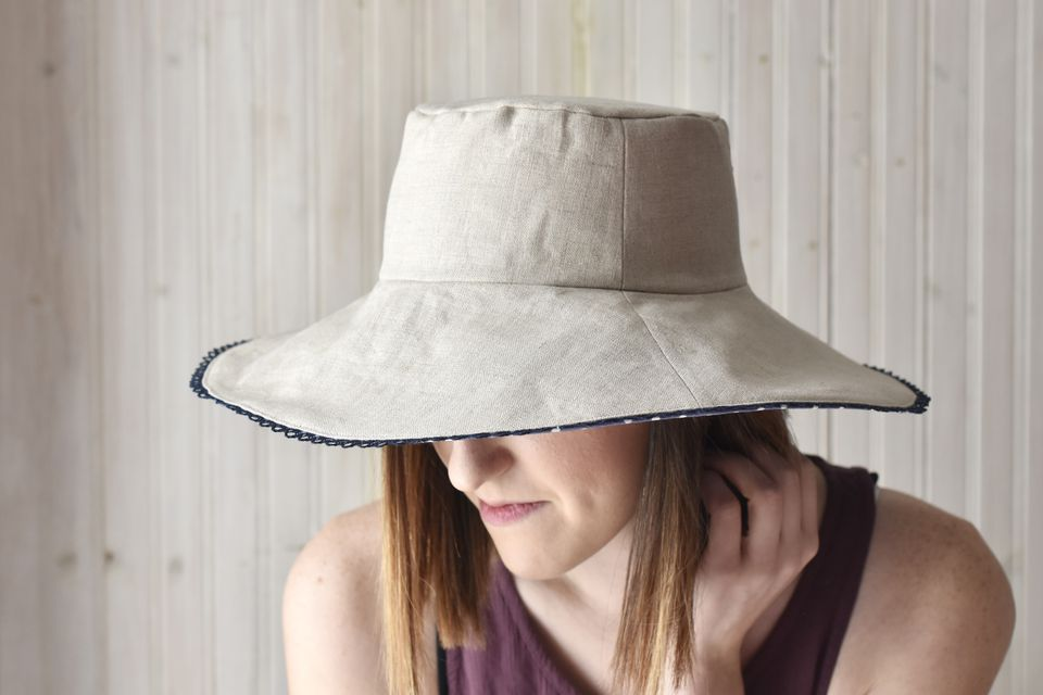 Woman wearing a reversible sun hat