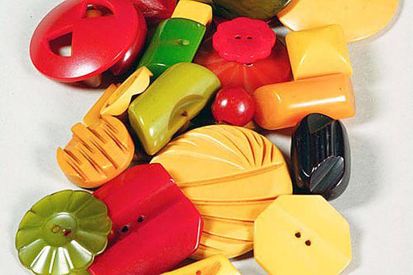 24 Bakelite buttons