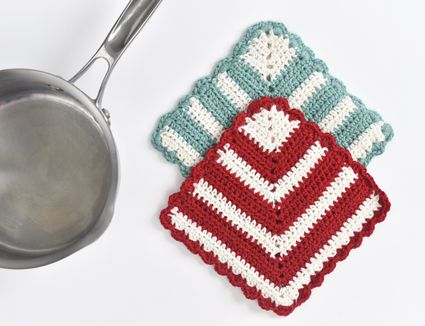 How to Crochet a Potholder With a Miter