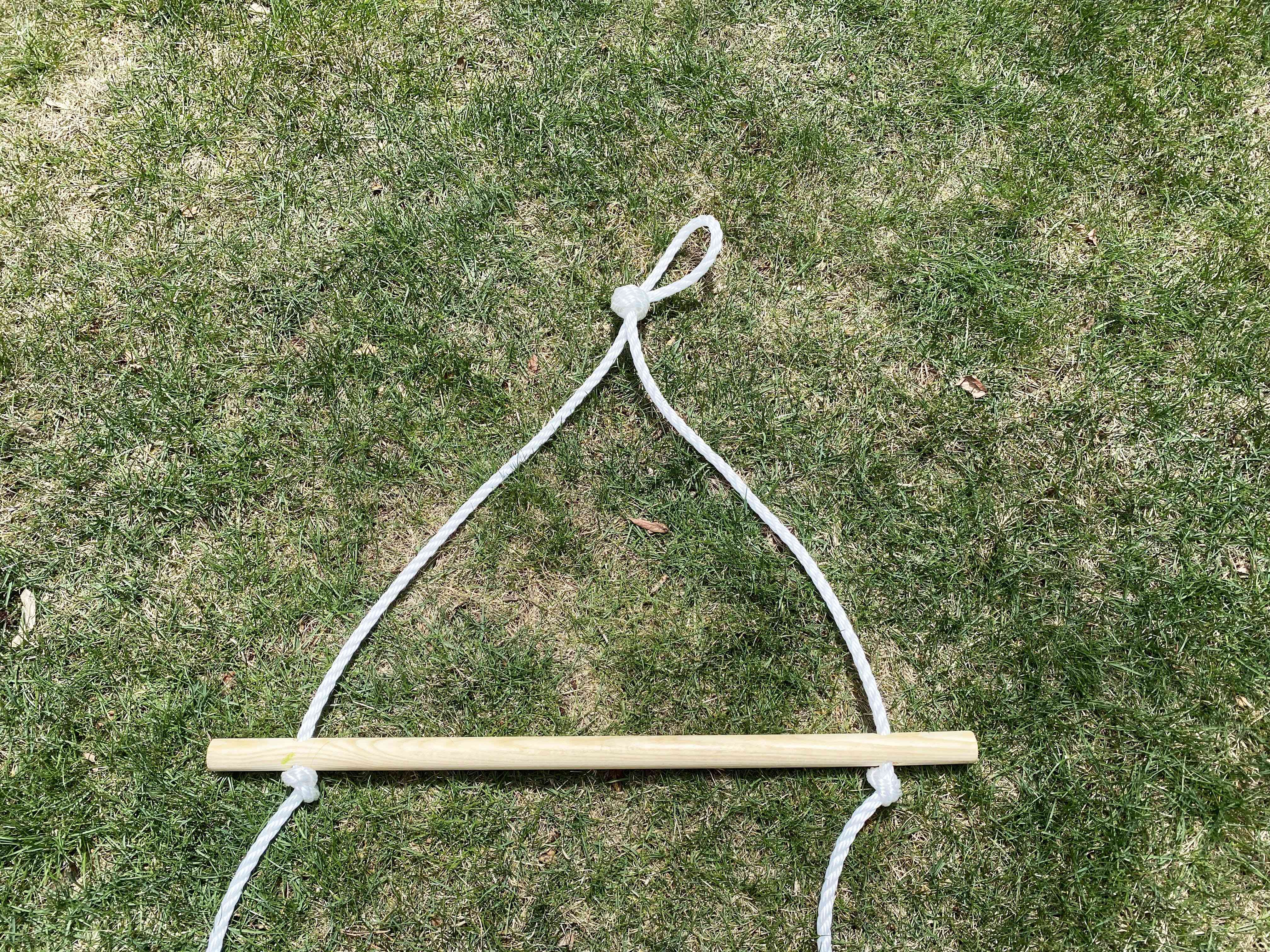 A rope attached to a dowel