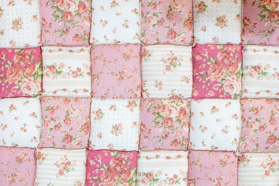 Pink rose patterend quilt