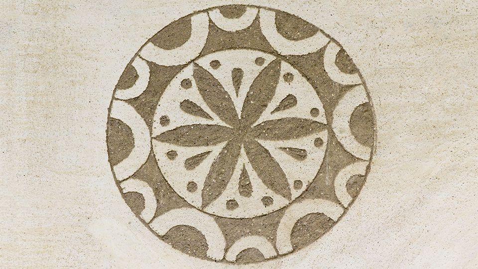 An example of Sgraffito artwork