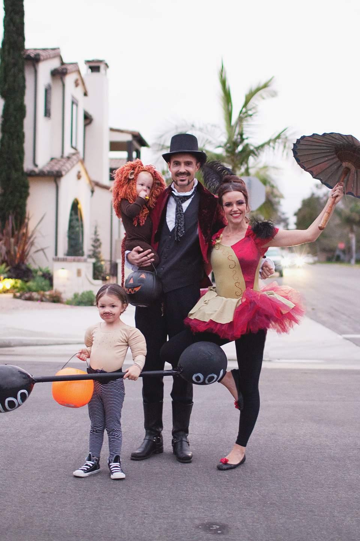 Ghost Of Christmas Present Costume Ideas.31 Fun Diy Family Halloween Costume Ideas