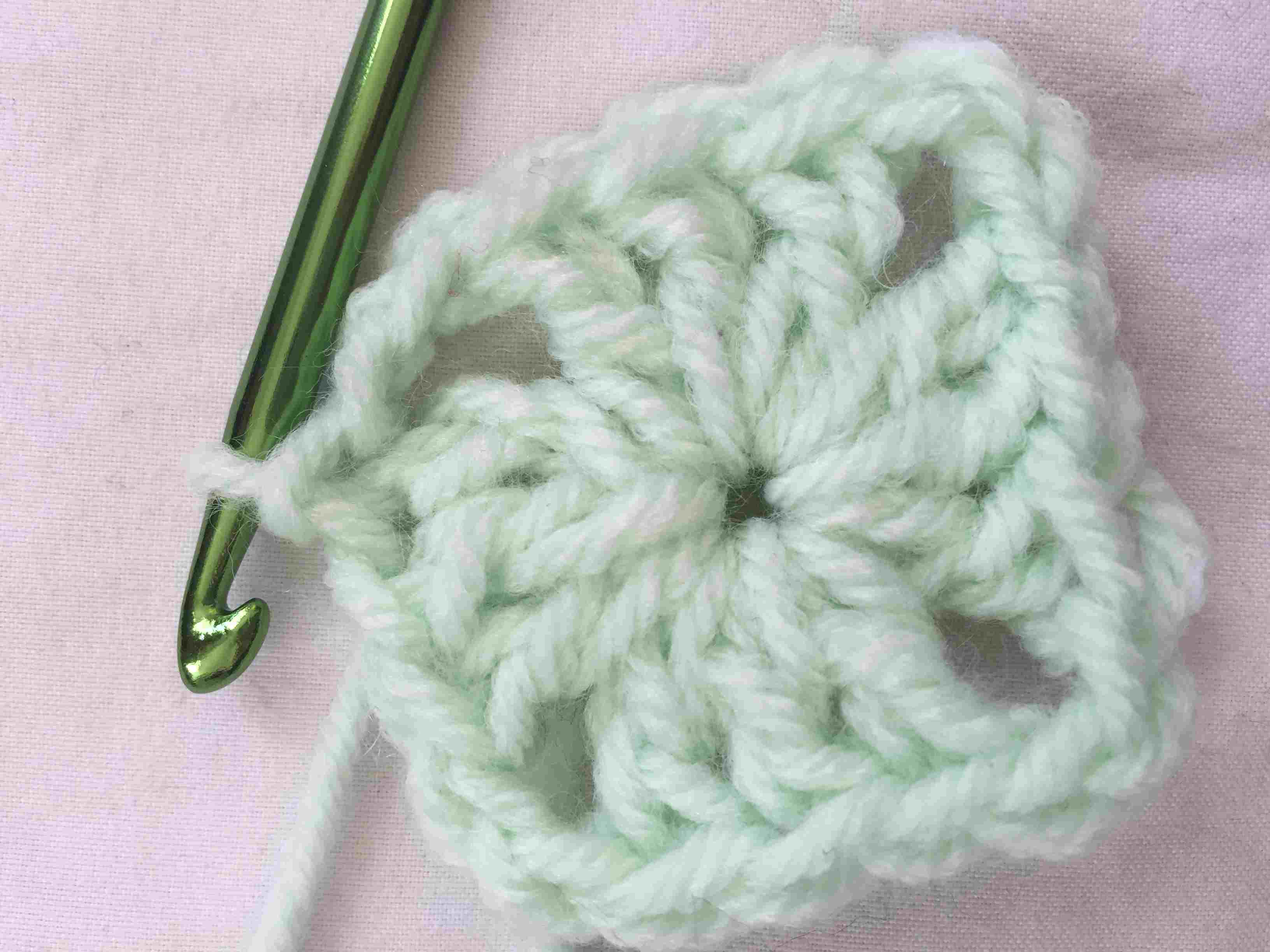 how to start a granny square