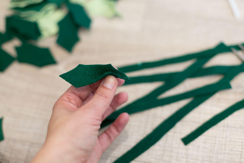 folding felt holly leaves