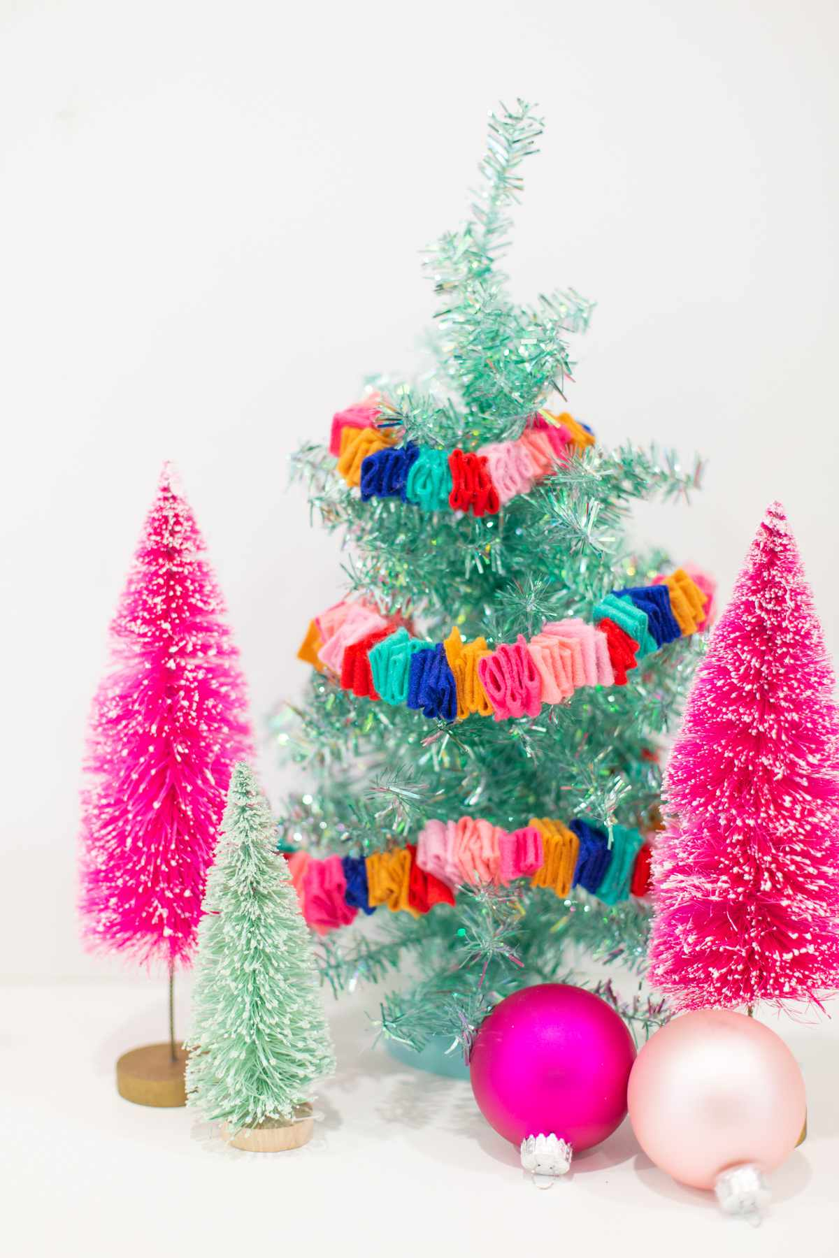 Decorate with a DIY Christmas garland