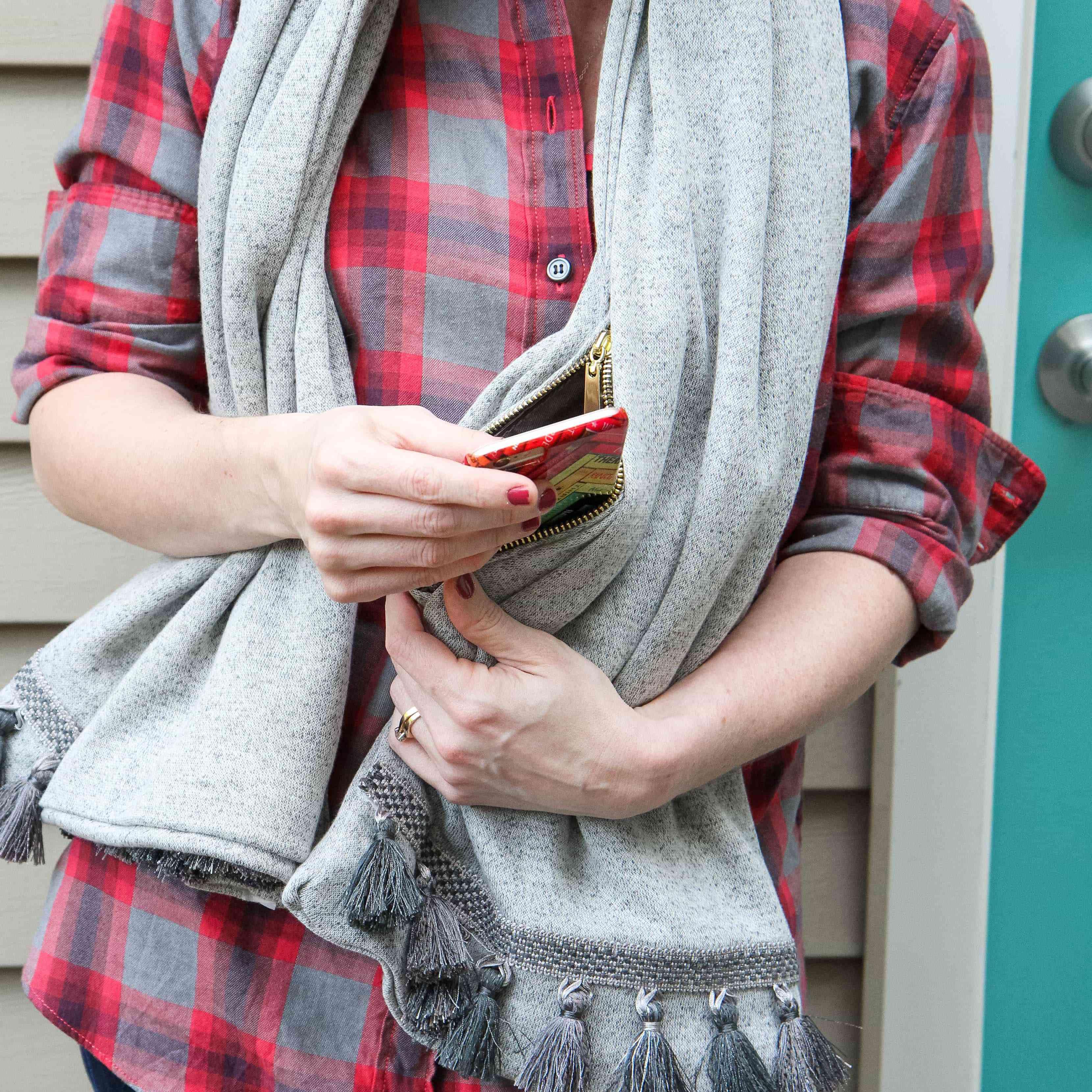 diy no sew scarf with a hidden pocket