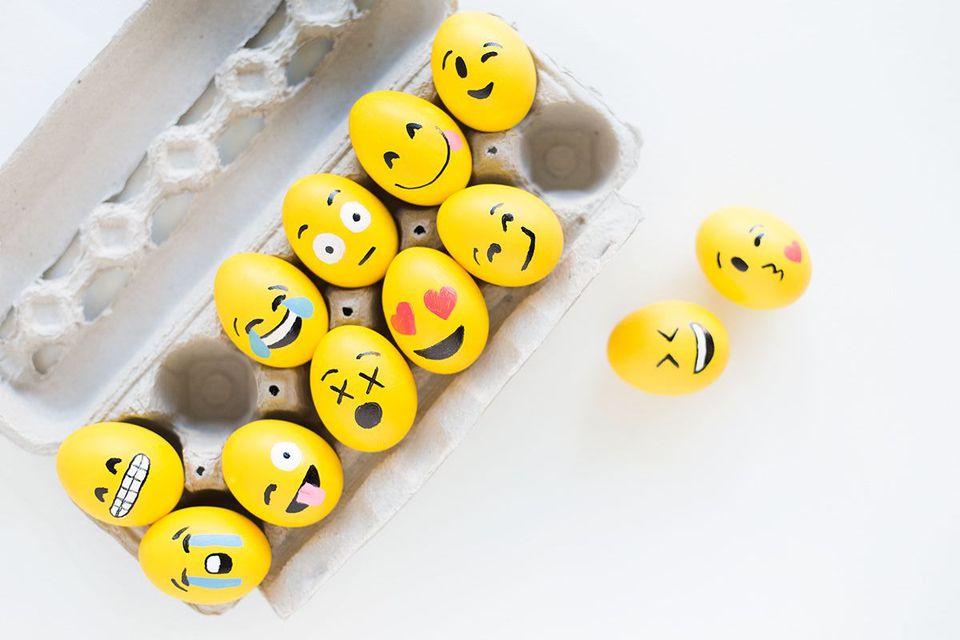 emoji easter eggs decorating