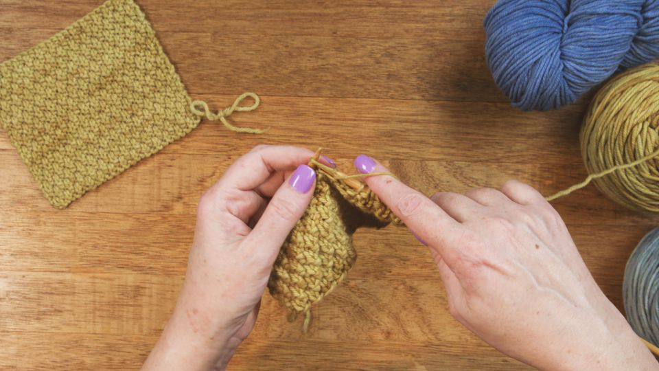 Learn How To Knit The Moss Stitch