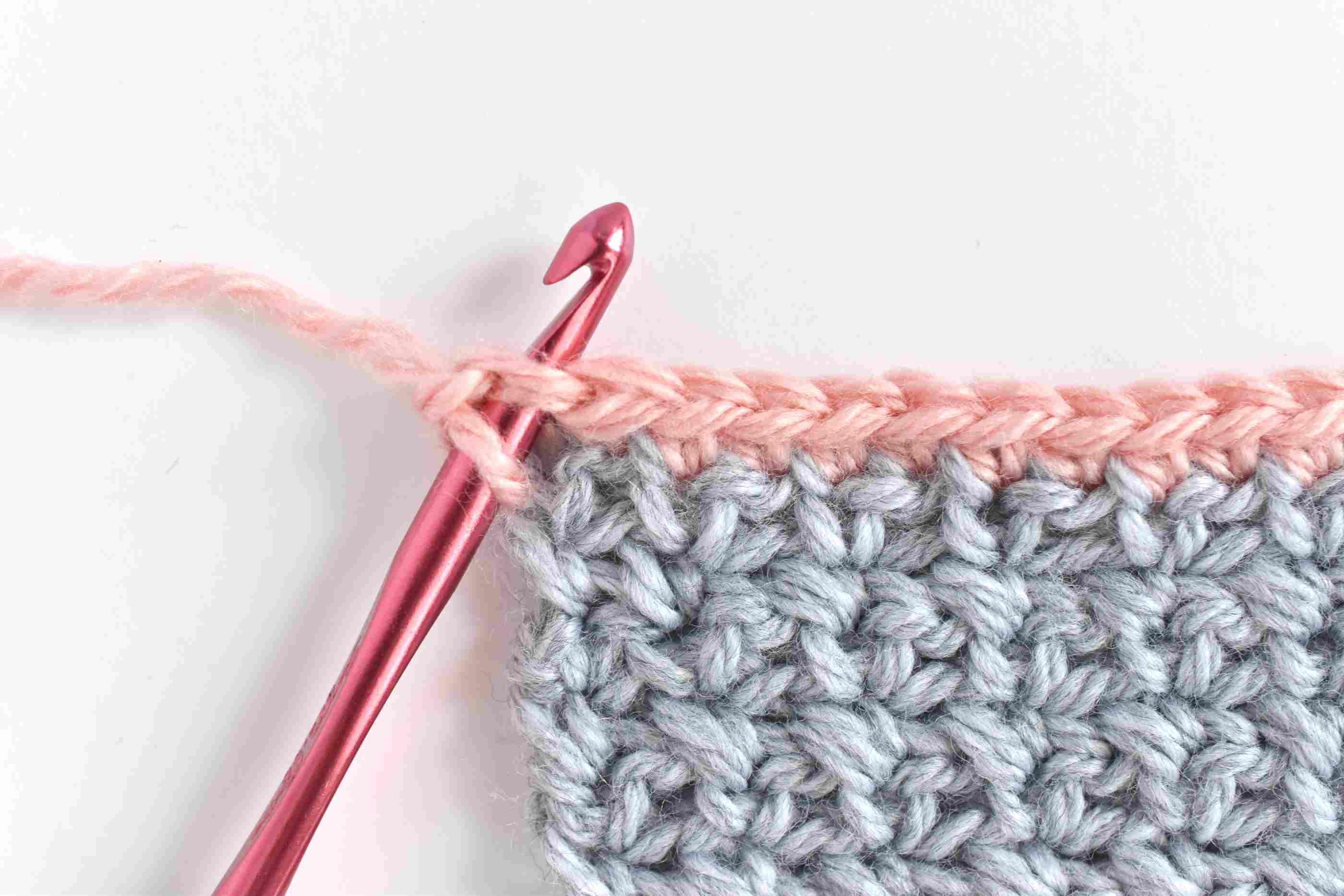 A crochet hook crab stitching