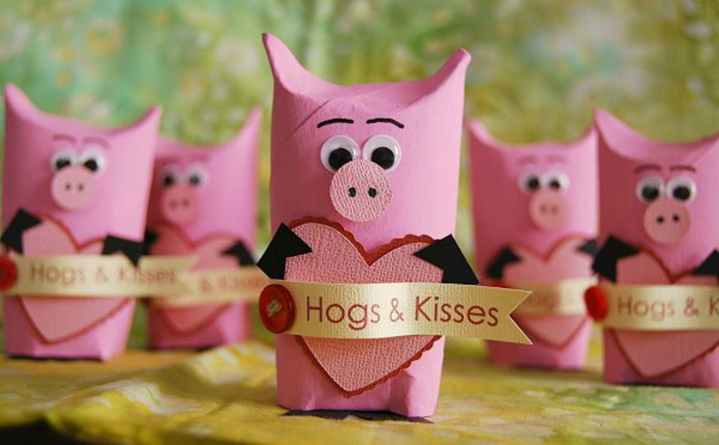 Pigs made out of paper tube rolls