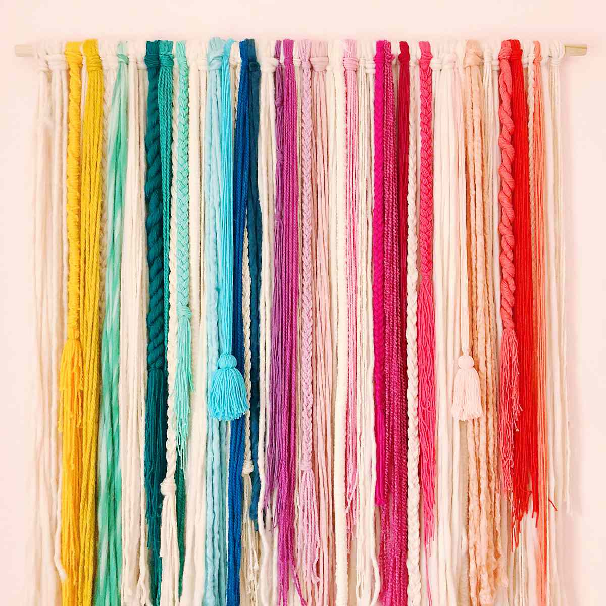 a no weave rainbow wall hanging by Studio DIY