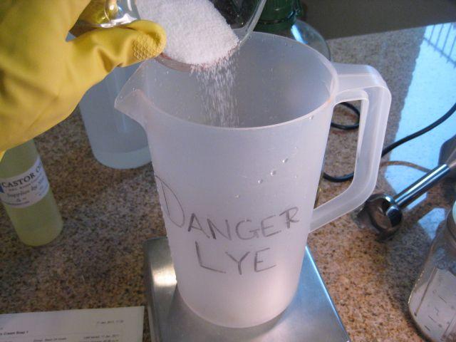 Making extra strength lye solution