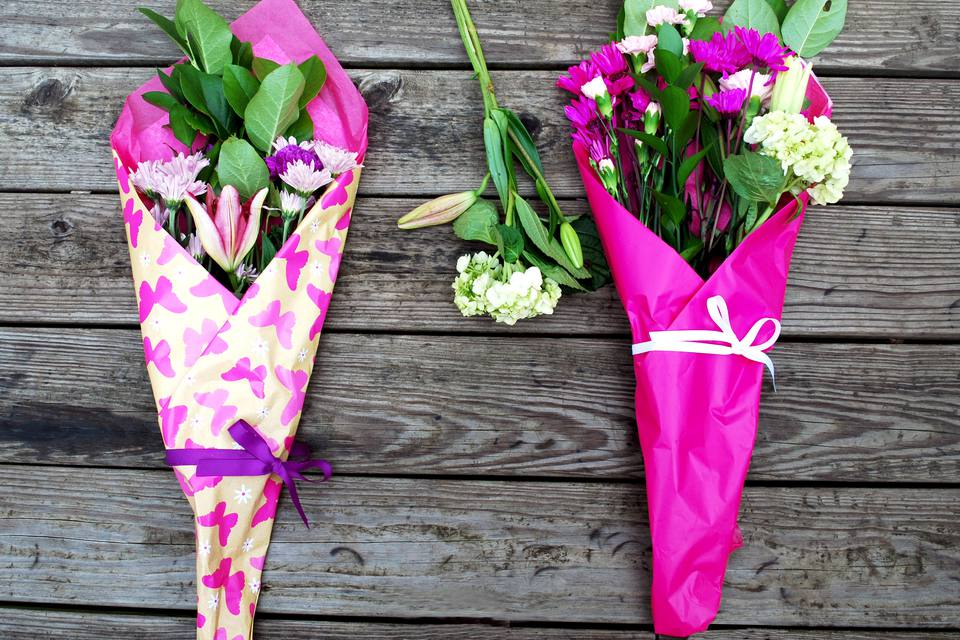 How to Gift Wrap Fresh Flowers Like a Pro