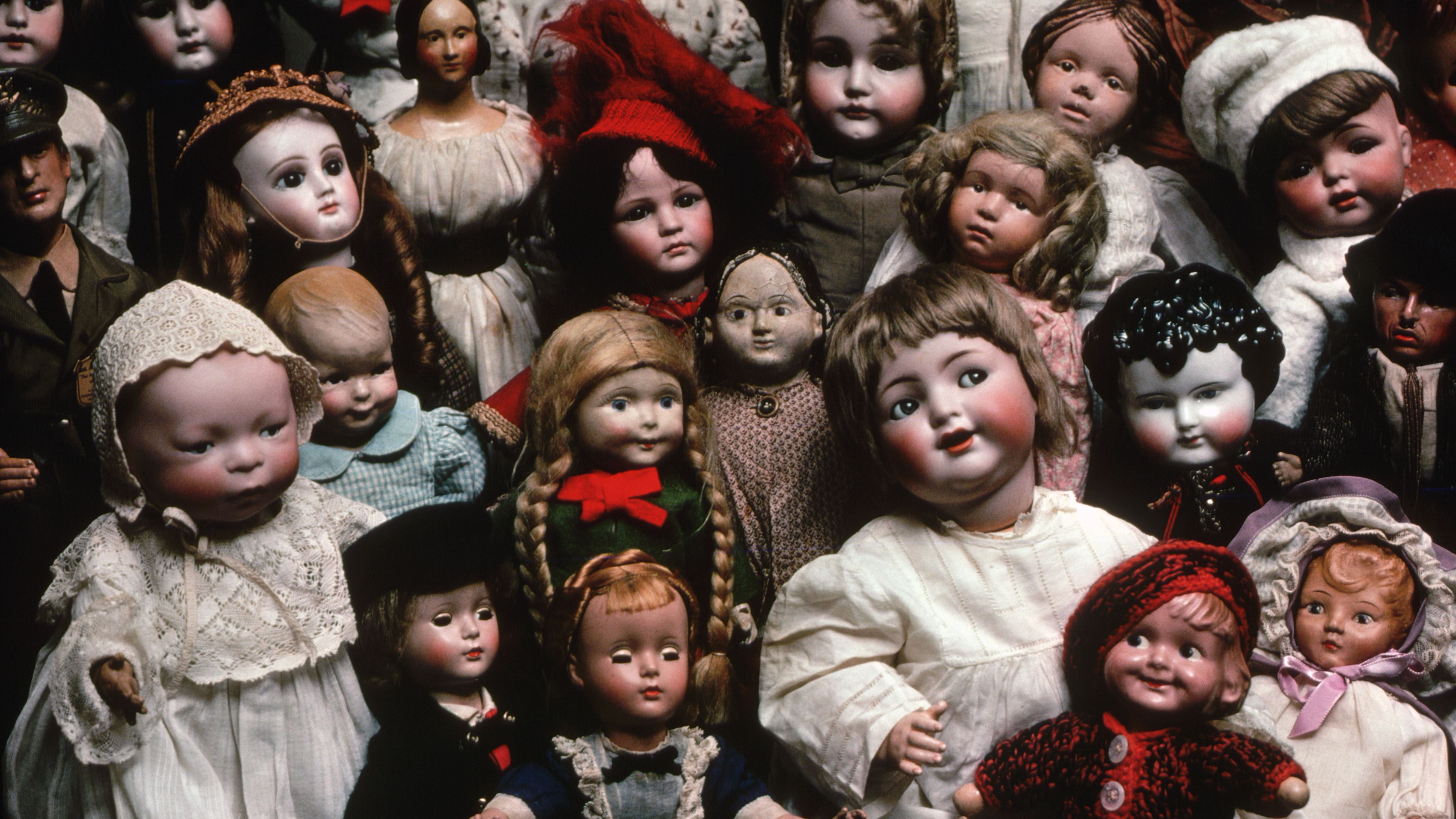 curio cabinet decorating ideas.htm how to display dolls in your doll collections  display dolls in your doll collections