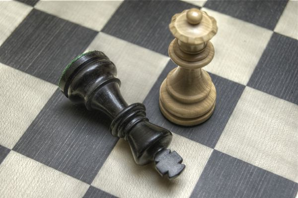 King and queen chess pieces