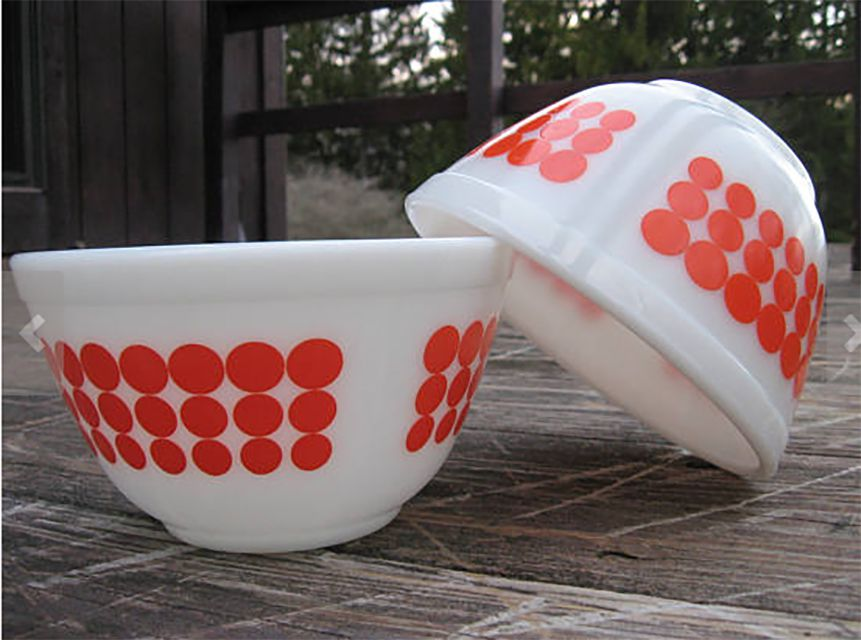 Pyrex Dot mixing bowls