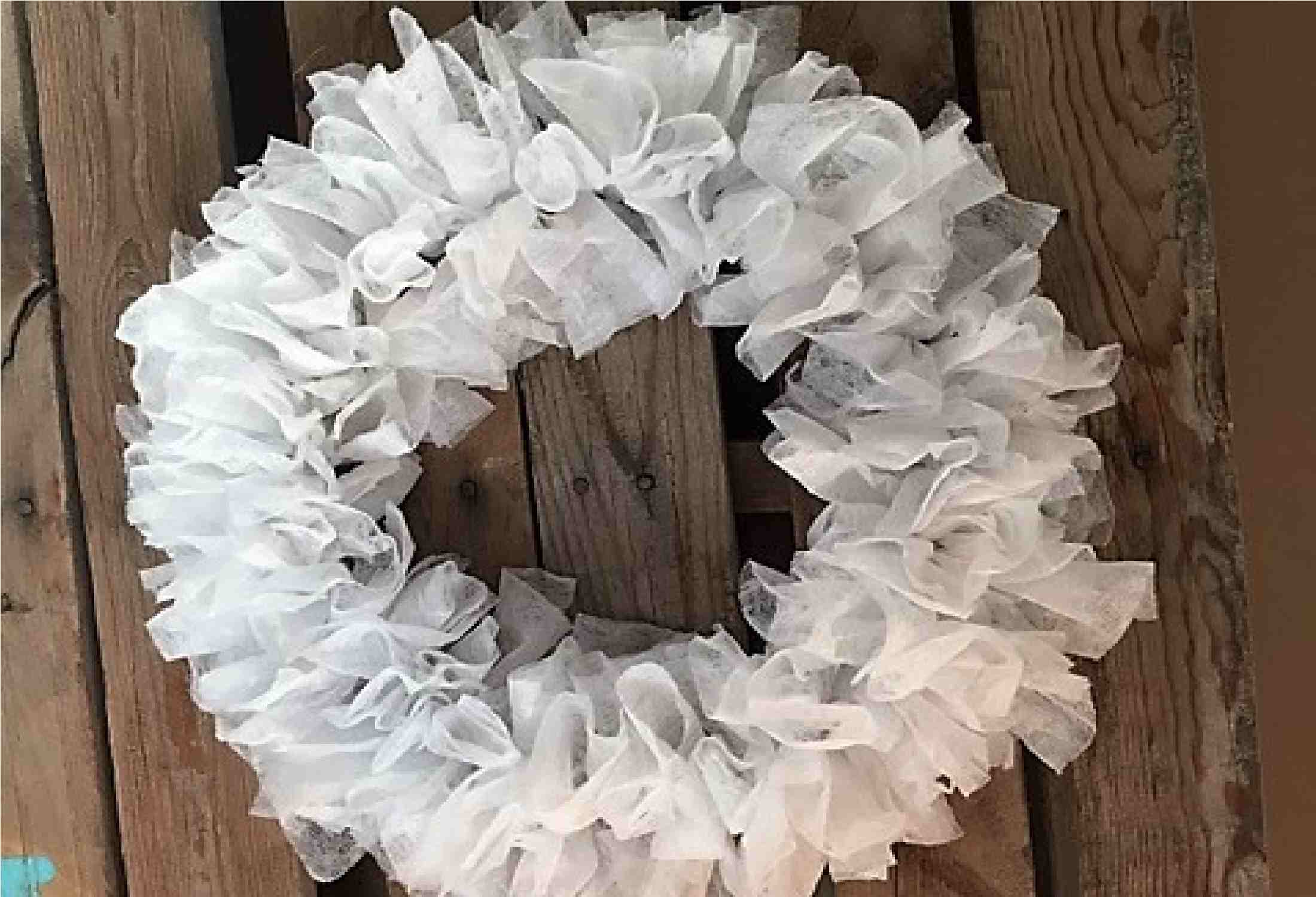 8 DIY Wreaths From Basic Laundry Room Supplies
