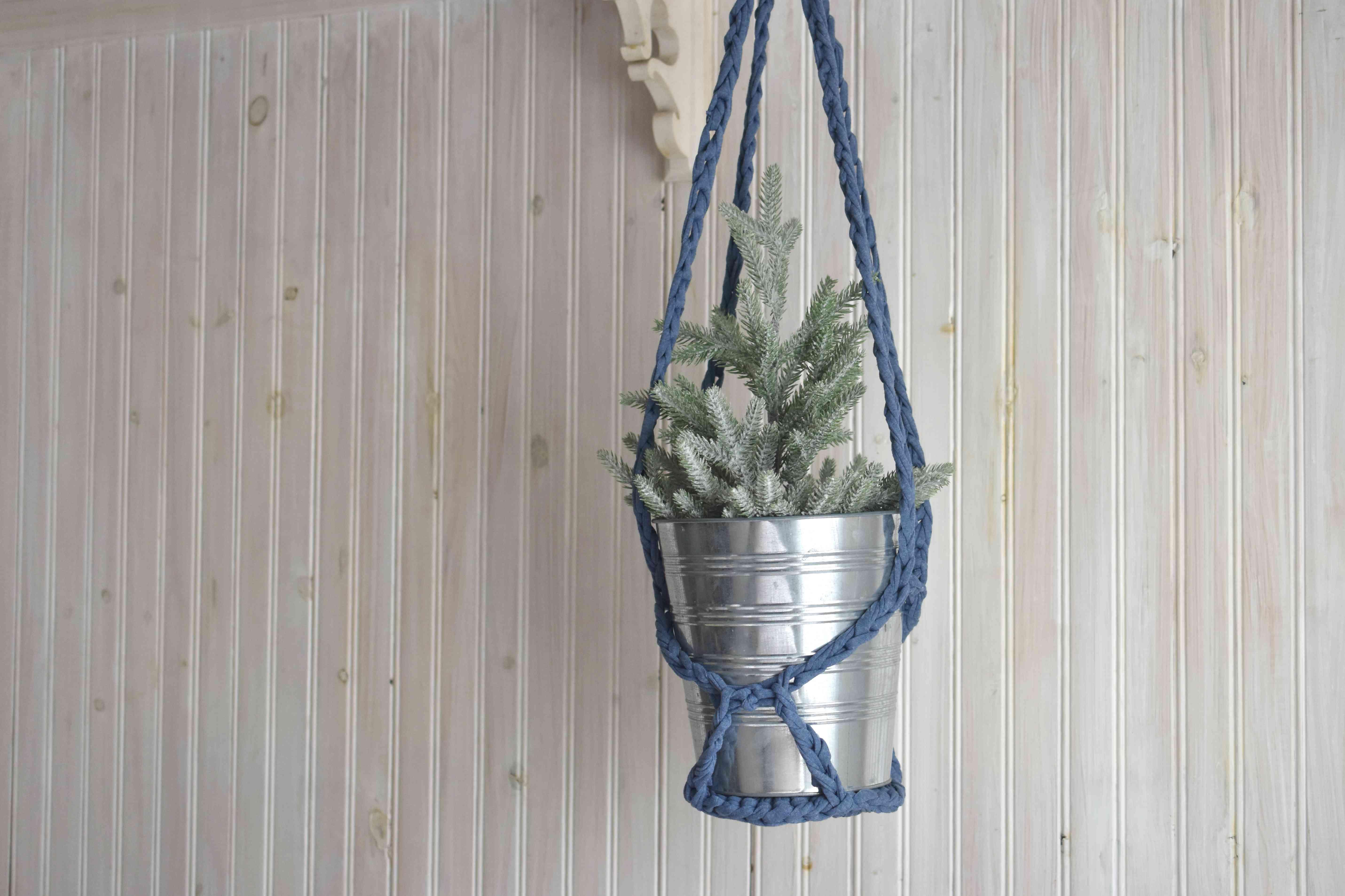 How to Make a DIY Crochet Plant Hanger