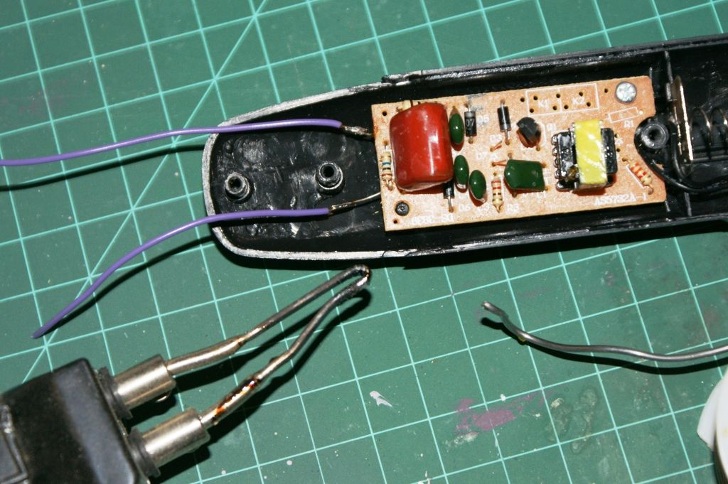 Wiring of fly zapper handle