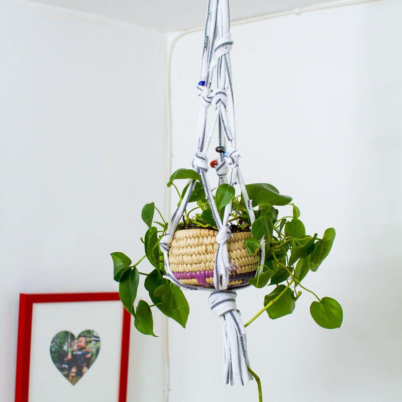easy macrame plant holder