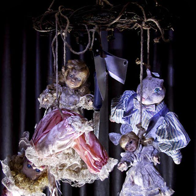 24 Insanely Scary DIY Haunted House Ideas