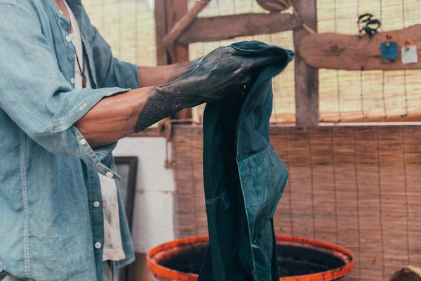 Man dyeing clothes