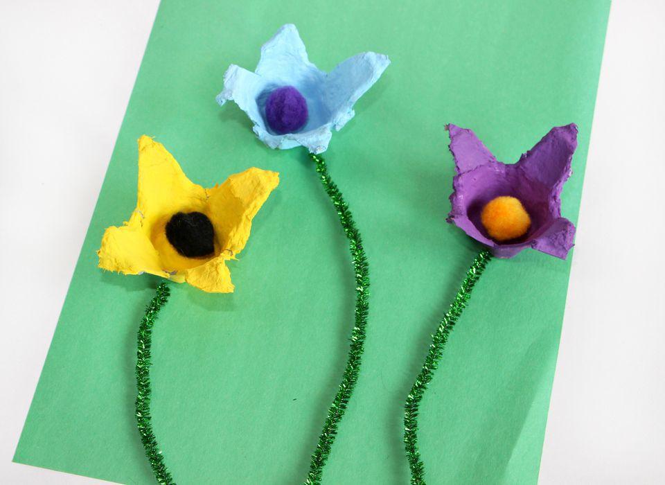 Flower egg carton craft