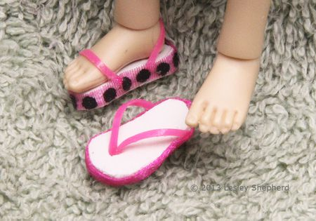 ddc679870dc0 Tutorial for Easy Beach Sandals and Flip Flops for Any Size of Doll