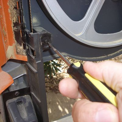 Removing the Rear Band Saw Blade Guard