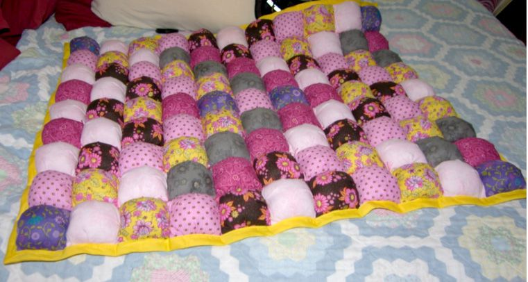 How To Make Puff Quilts Also Called Biscuit Quilts Amazing Puff Quilt Patterns