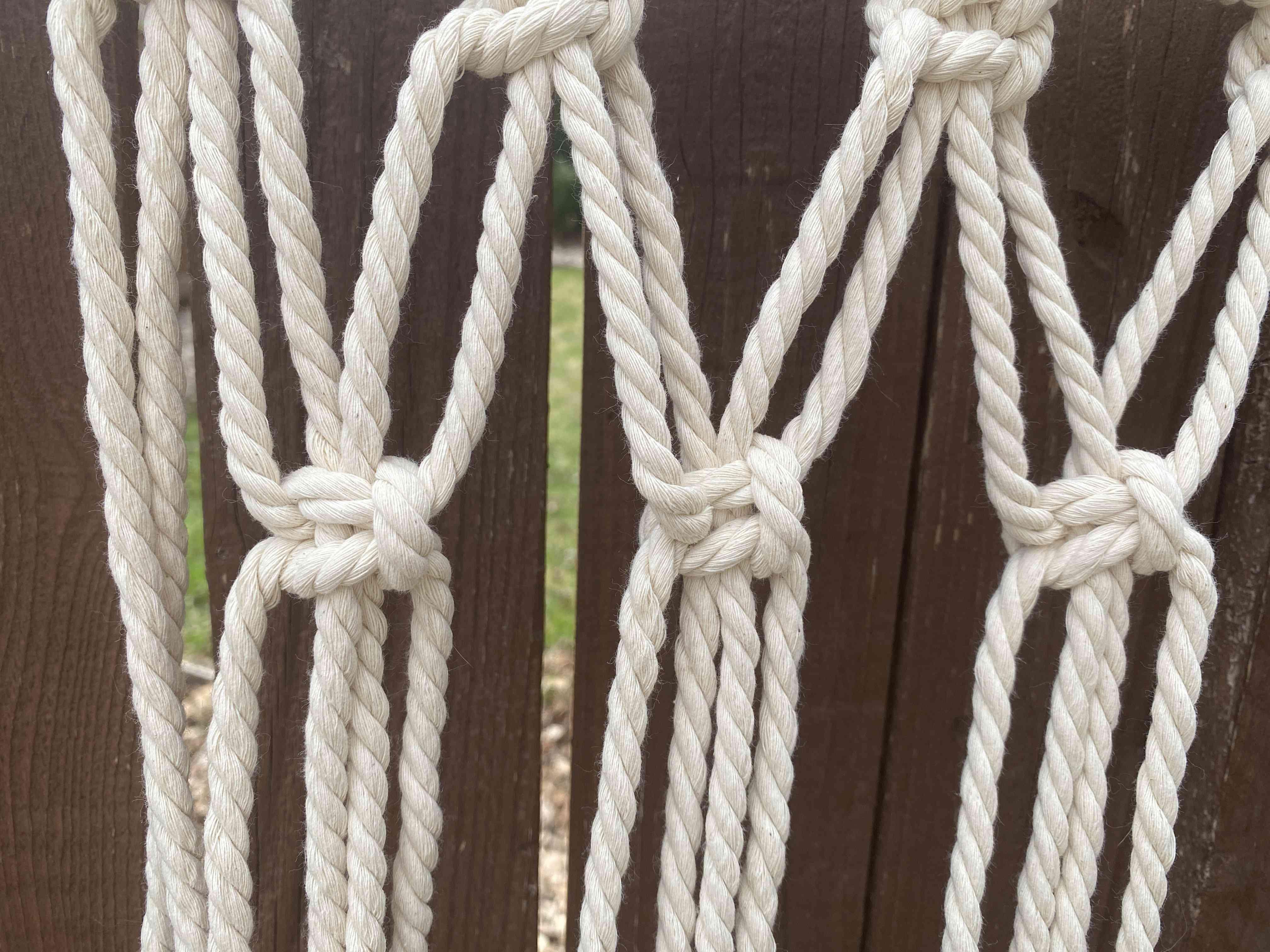 Square macrame knots