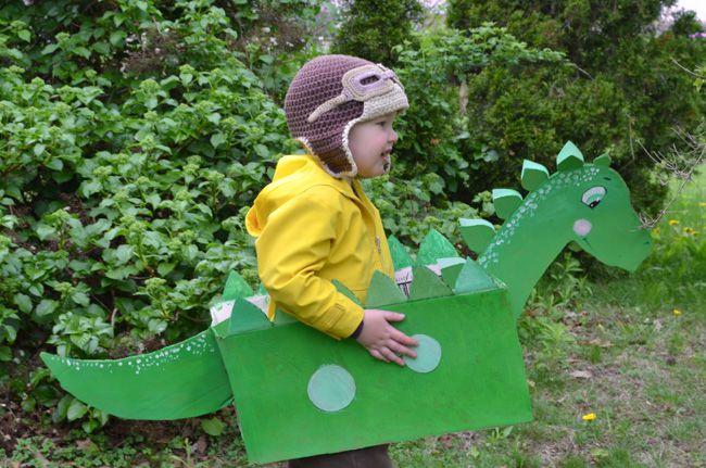DIY Cardboard Box Dinosaur